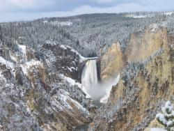 Yellowstone Canyon large waterfall.jpg